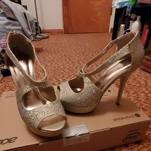Size 9 gold bling heels